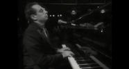 Donald Fagen performing Pretzel Logic in 1991